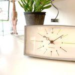 アルカイックで味のある、スタイリッシュなアラーム時計